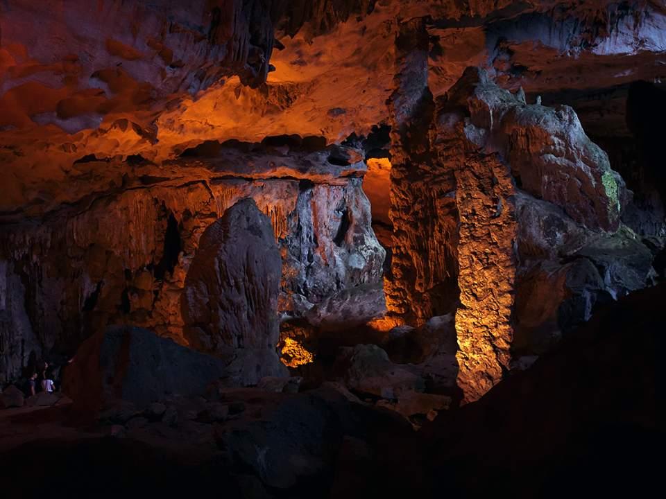 동굴속과 출구사이