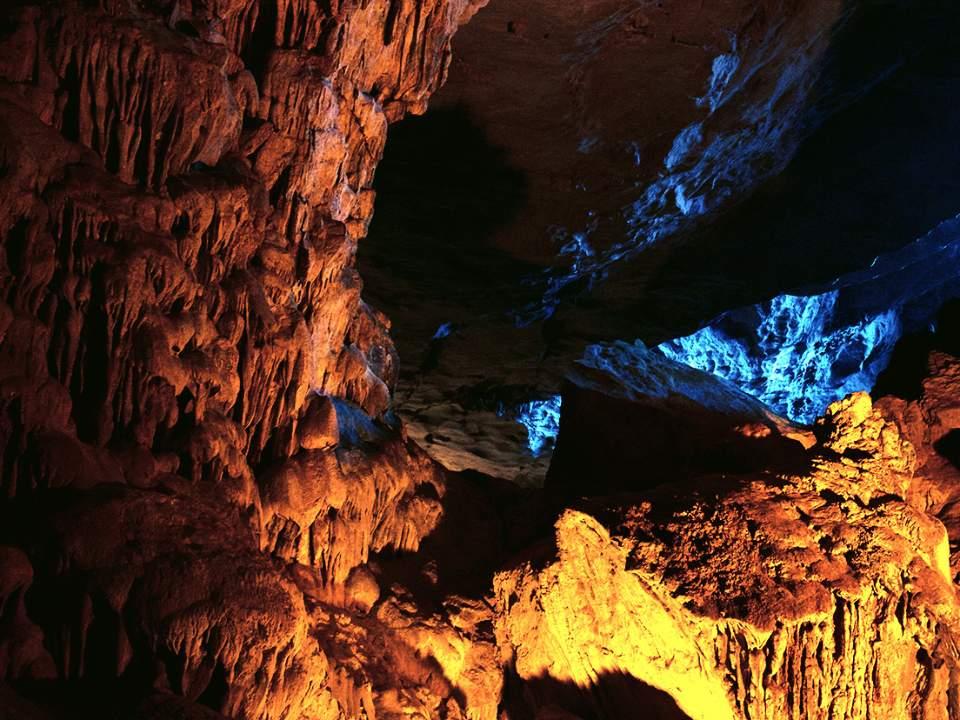 동굴의 한 단면