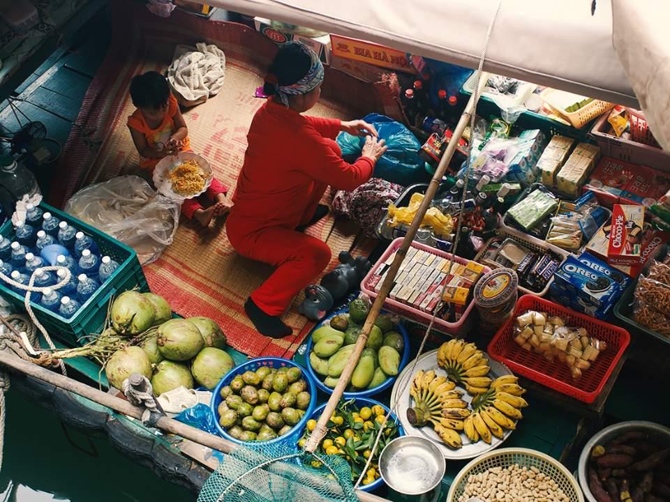 하롱베이에서 본 배 위에서의 일상