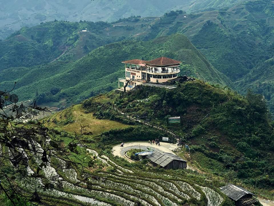 산 위에서의 한적한 모습
