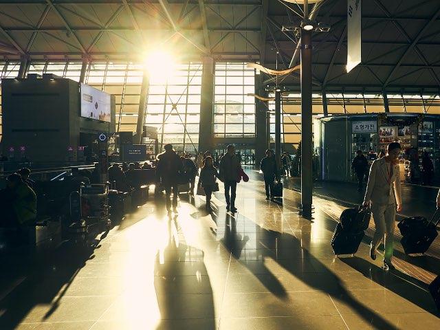 인천공항 안에서 사람들의 형태
