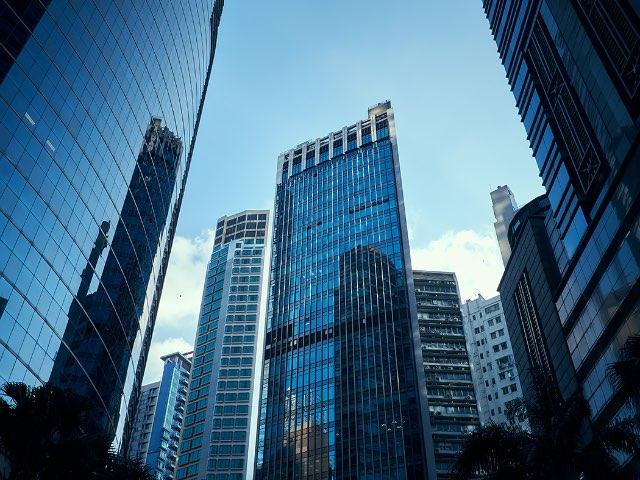 높은건물 바라보기