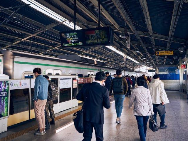 강변 지하철 승강장