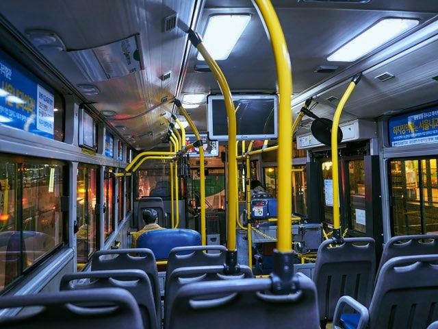 퇴근길 버스안의 모습