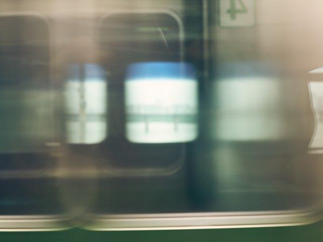 지하철에서 보는 지나치는 풍경