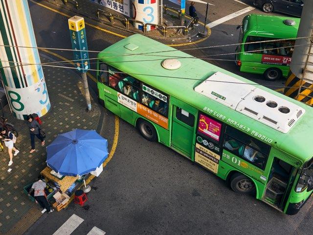 위에서 본 버스의 모습